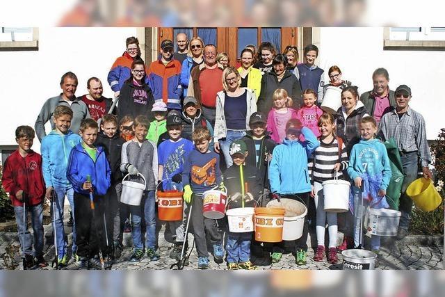 Mehr als 30 Helfer beseitigen viele Umweltsünden
