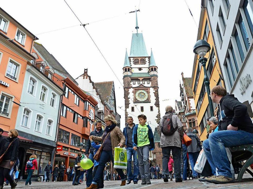 Einkaufen scheint samstags in Freiburg erste Bürgerpflicht zu sein.  | Foto: Rita Eggstein