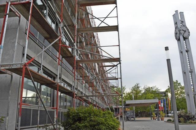 Sanierung des Rathausdachs hat begonnen