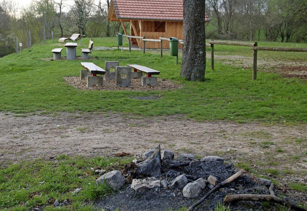 Um das wilde Grillen auf dem Altreb ei...chaftsrat eine Feuerstelle genehmigt.   | Foto: Petra Wunderle