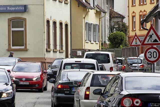 Stau jetzt auch in der Burgheimer Straße