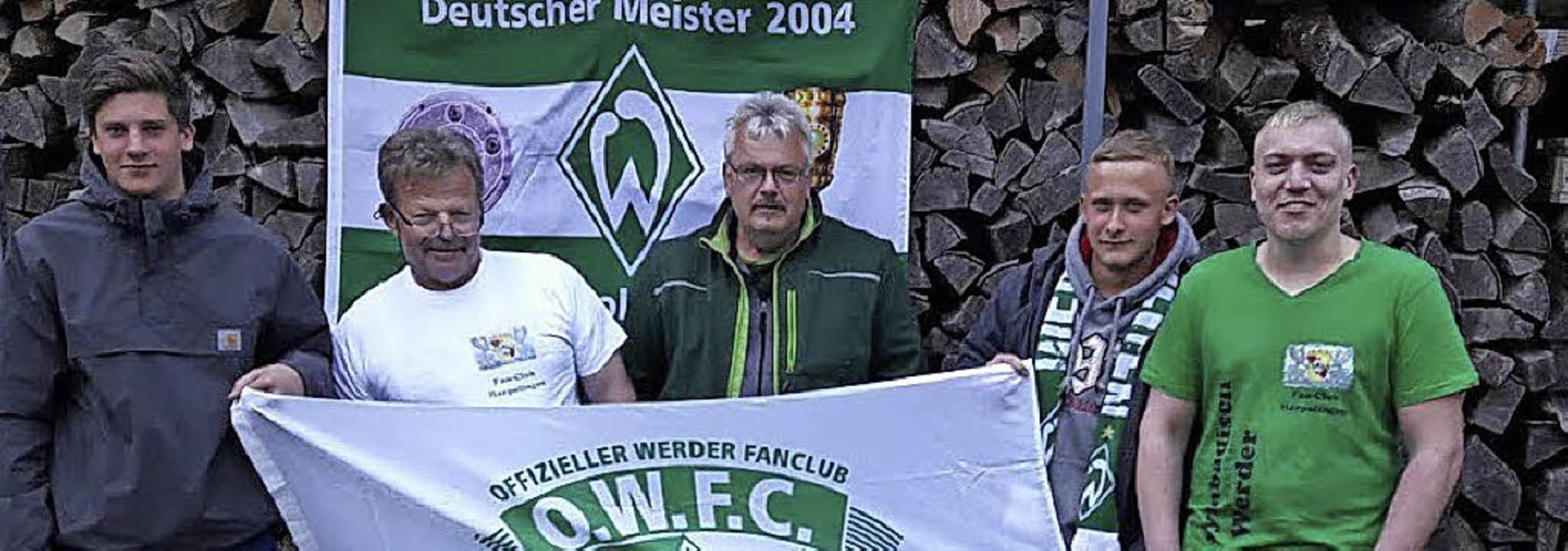 Grün-weiß von 17 bis 58 Jahren: Nico J...rkert und Philipp Dietz (von links)     | Foto: David Rutschmann