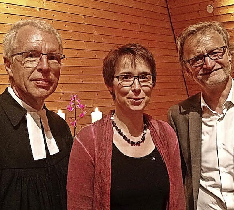 Dekan Rainer Heimburger (links) und de...llin als Prädikantin in der Gemeinde.     Foto: Kirche