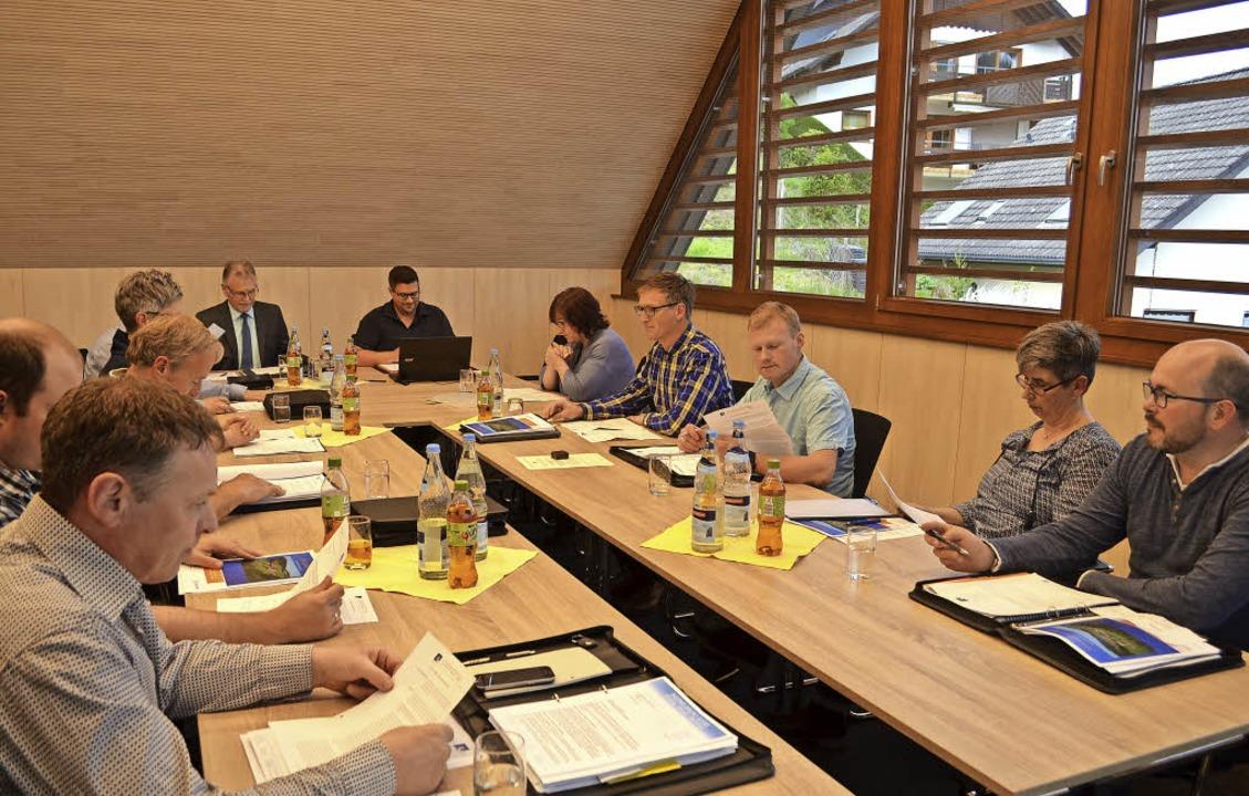 Erste Sitzung des Gemeinderats im Bürgersaal des neuen Rathauses.  | Foto: Nikolaus Bayer