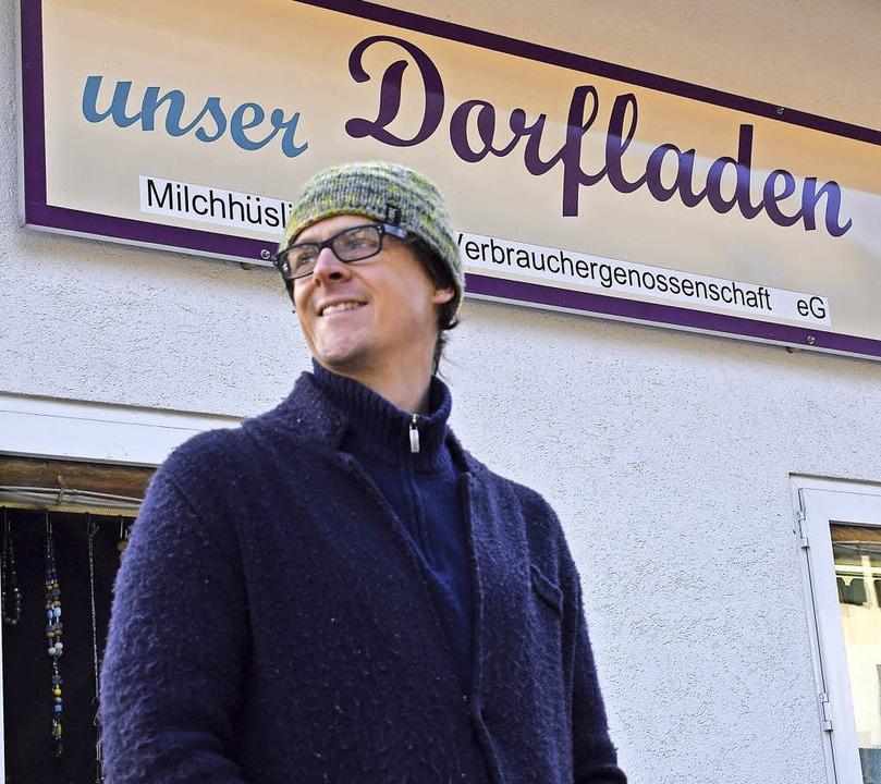 Ben Meech genießt die sozialen Kontakte im Dorfladen in Wies.  | Foto: Schoch