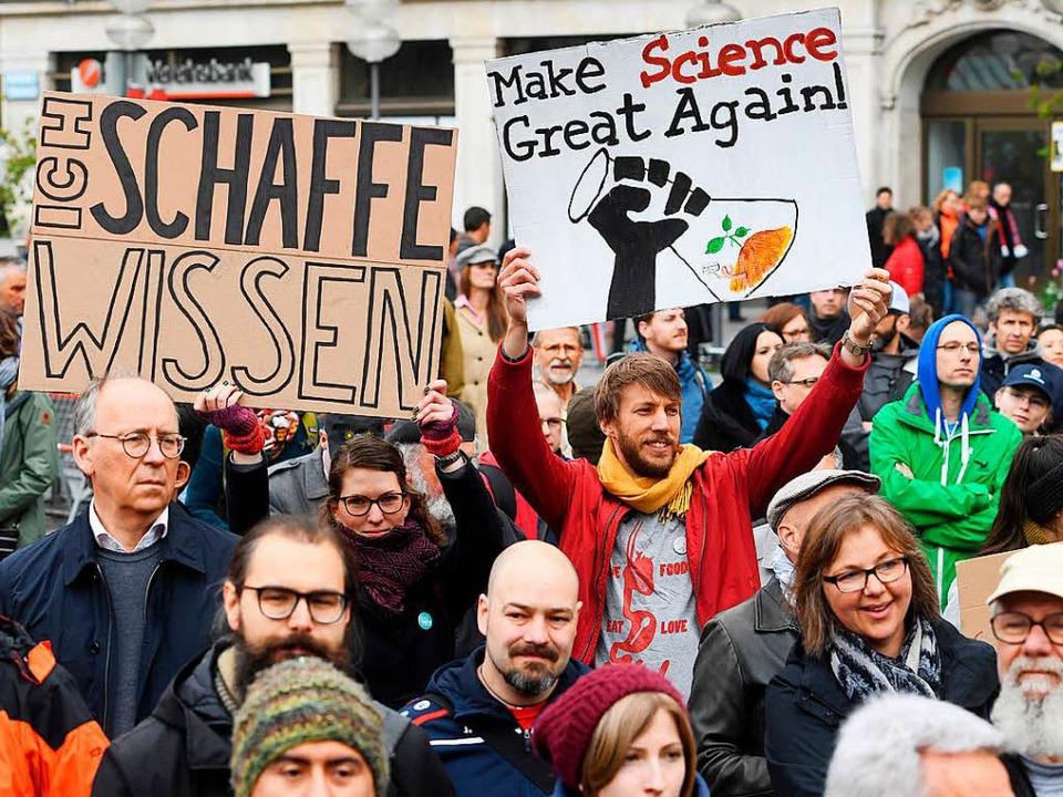 "Teilnehmer des ""March for Science"" in München  | Foto: dpa"