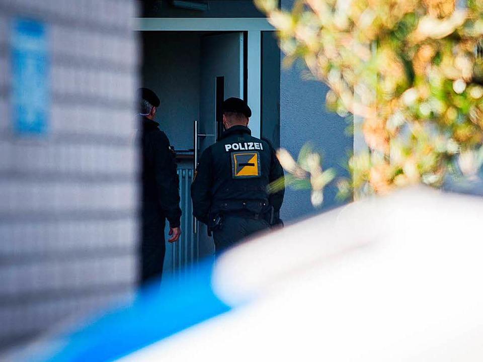 Durchsuchung beim Tatverdächtigen in Rottenburg am Neckar  | Foto: dpa