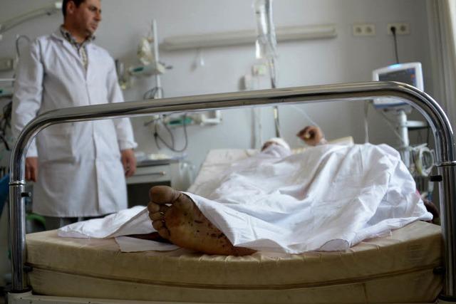 Verkleidete Taliban töten mehr als 140 Menschen in Afghanistan