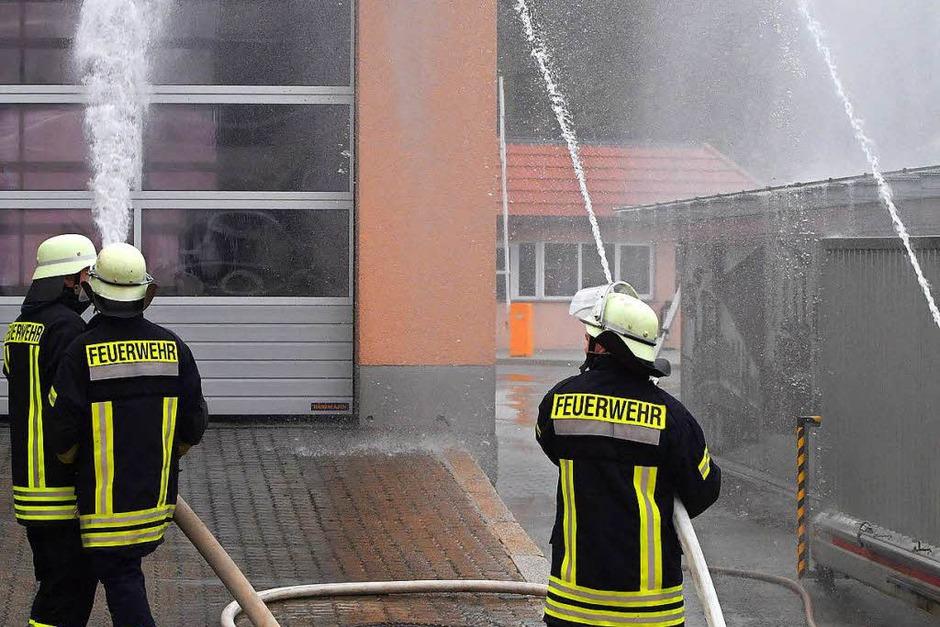 Einsatz zeigten die Kameraden bei der Übung auf dem Gelände der Rothaus Brauerei. (Foto: Wolfgang Scheu)