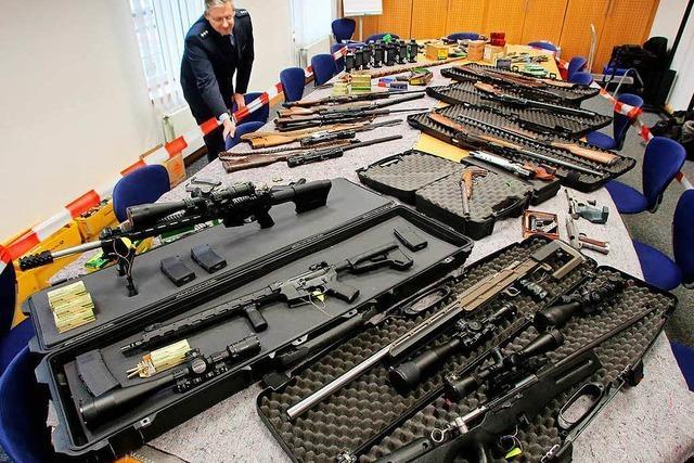 Innenminister will Extremisten die Waffen abnehmen