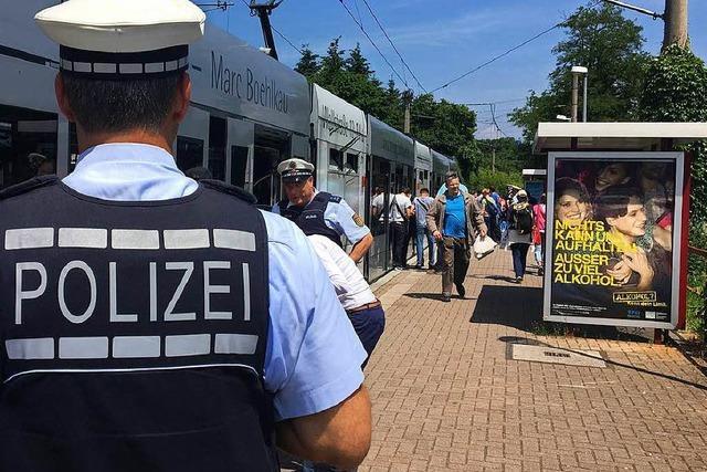 Polizei und VAG führen Großkontrolle in Freiburger Trams durch