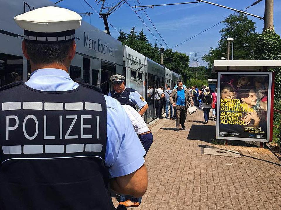 Die Polizei macht regelmäßig Personenk...ahnen, wie hier im vergangenen Sommer.  | Foto: simone höhl