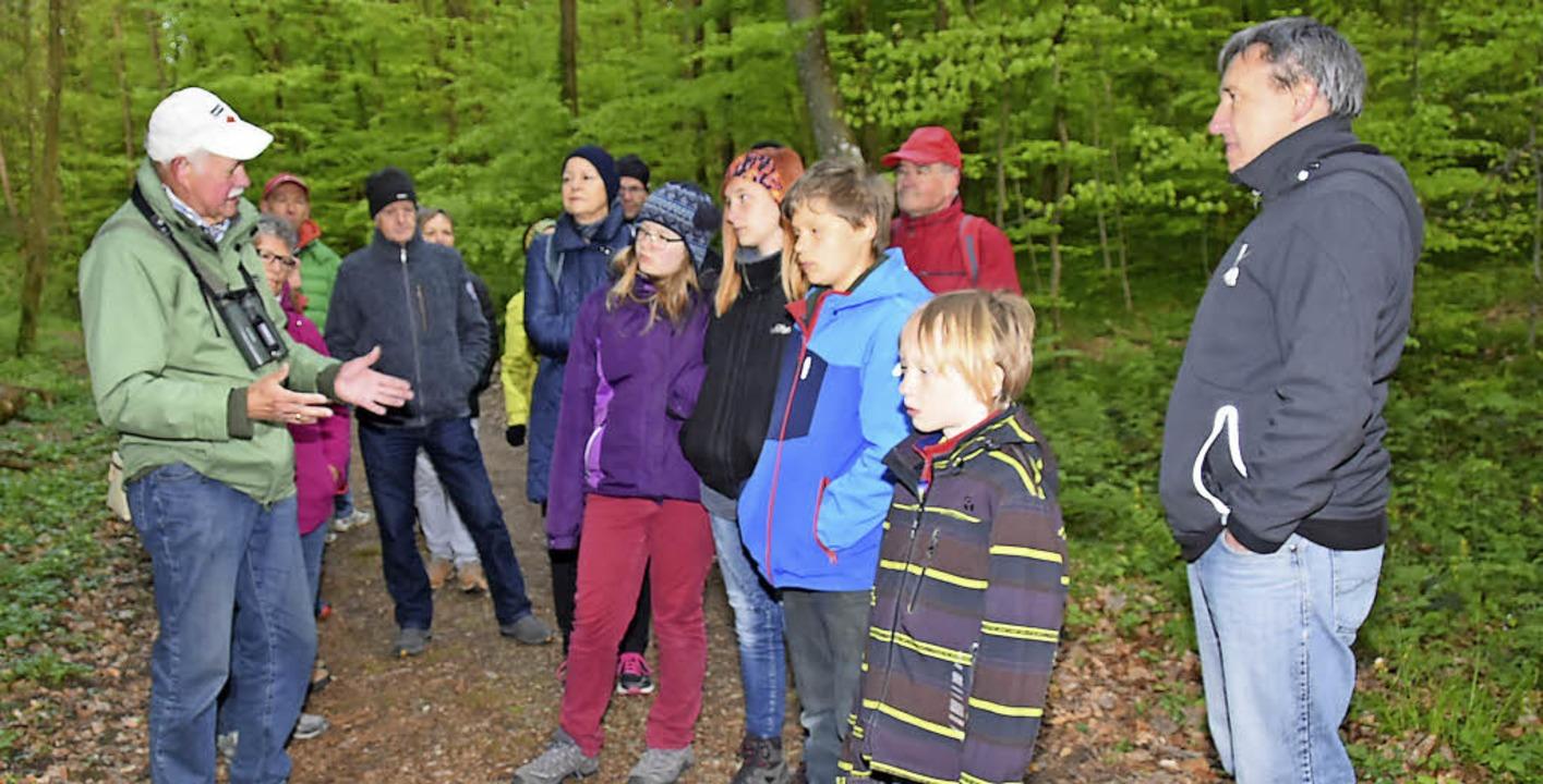 Norbert Hollenkamp (links) führte inte...inger bei einer Vogelstimmenexkursion.    Foto: Andrea Steinhart