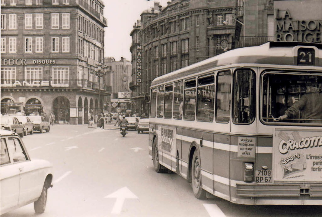 Der Bus 21 in den 80er-Jahren am Place Kleber in Straßburg     Foto: Mécheri Miloud