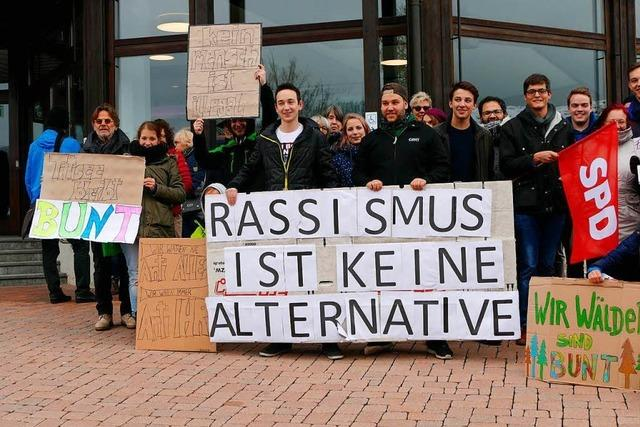 Lautstarker Protest gegen AfD-Veranstaltung mit Alice Weidel in Titisee-Neustadt