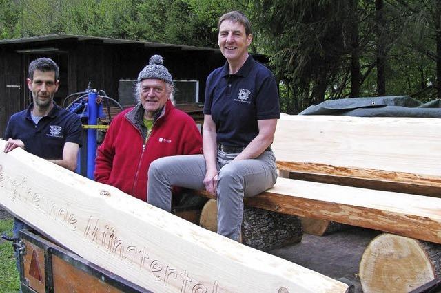 Stabile Sitzbänke aus heimischem Holz