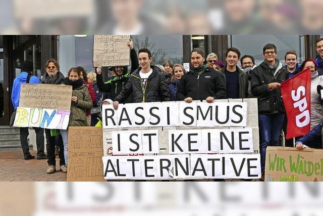 Lautstarker Protest empfängt die AfD