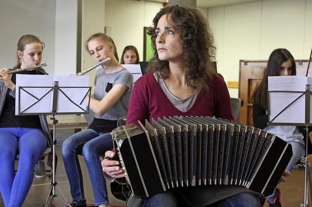 Schüler und Lehrer im Tango-Fieber