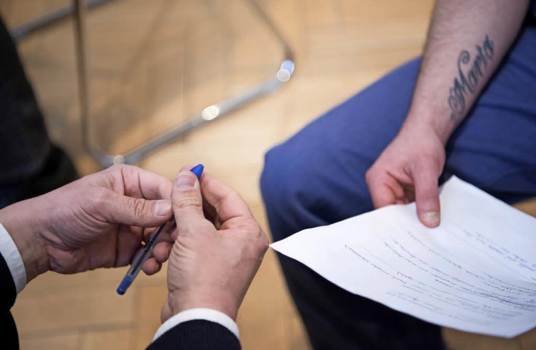 Geschäftsmann trifft Strafgefangenen  | Foto: Cordula Flegel