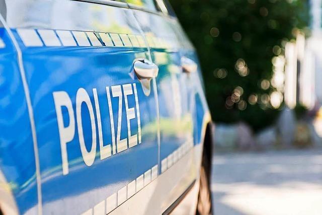 Zwei Autos auf Parkplatz in Freiburg-Hochdorf ausgebrannt