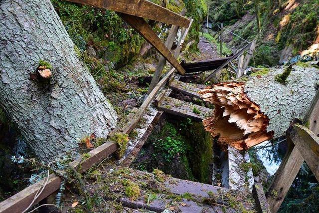 Brücke in der Lotenbachklamm total zerstört