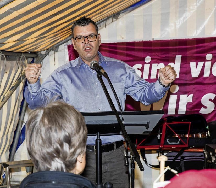 Mike Jonen forderte mehr soziale Gerechtigkeit.   | Foto: Gabi Zahn