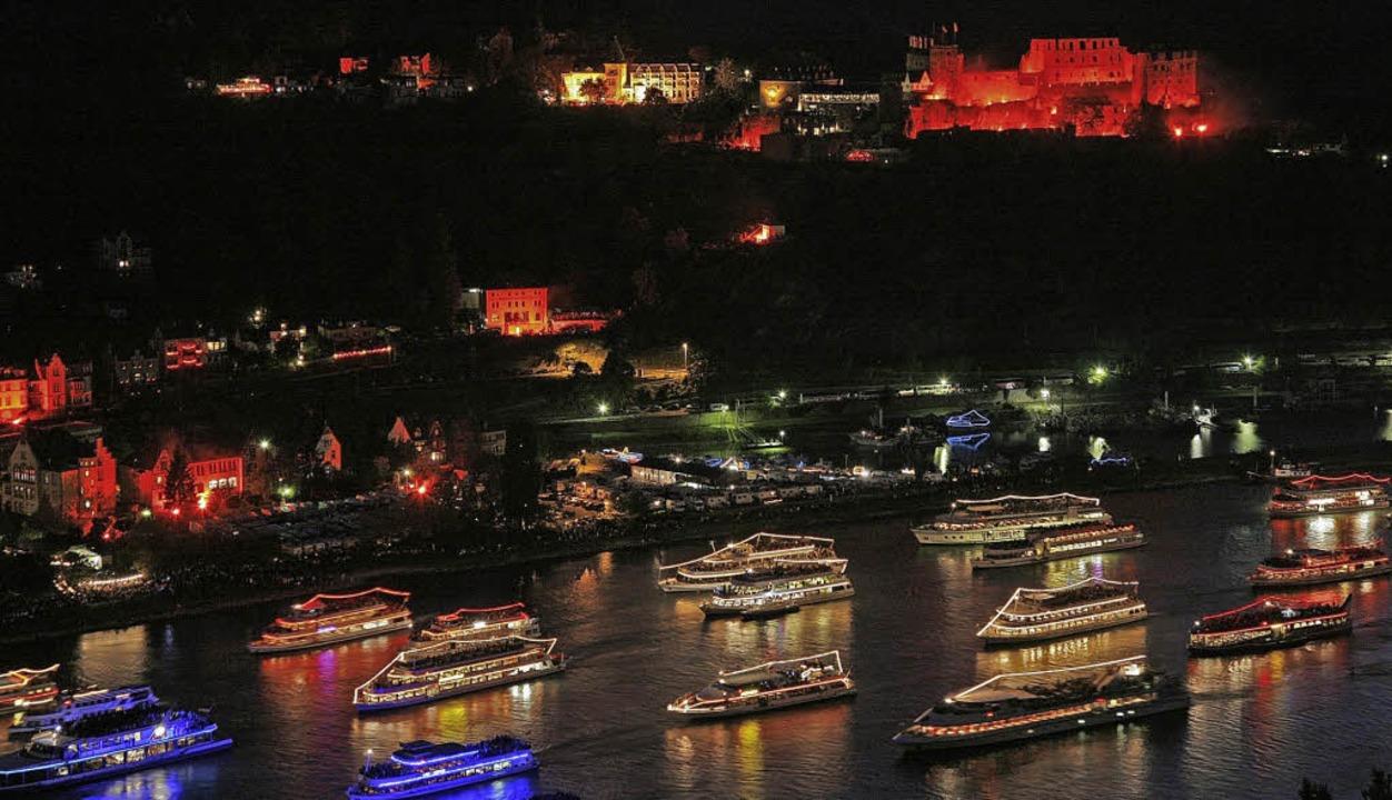 Spektakulärer Schiffskorso der Superla...auf dem Rhein mit grandiosem Feuerwerk    Foto: Touristikgem.Loreley-Burgenstr. e.V.
