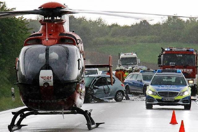 Frau gerät auf der B3 in Gegenverkehr – Autofahrer stirbt bei Unfall