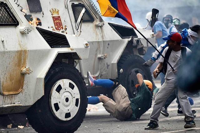 Panzerwagen überfährt Demonstranten – Lage in Venezuela eskaliert