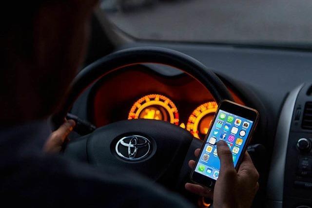 29 Fahrer ertappt, die das Handy benutzen