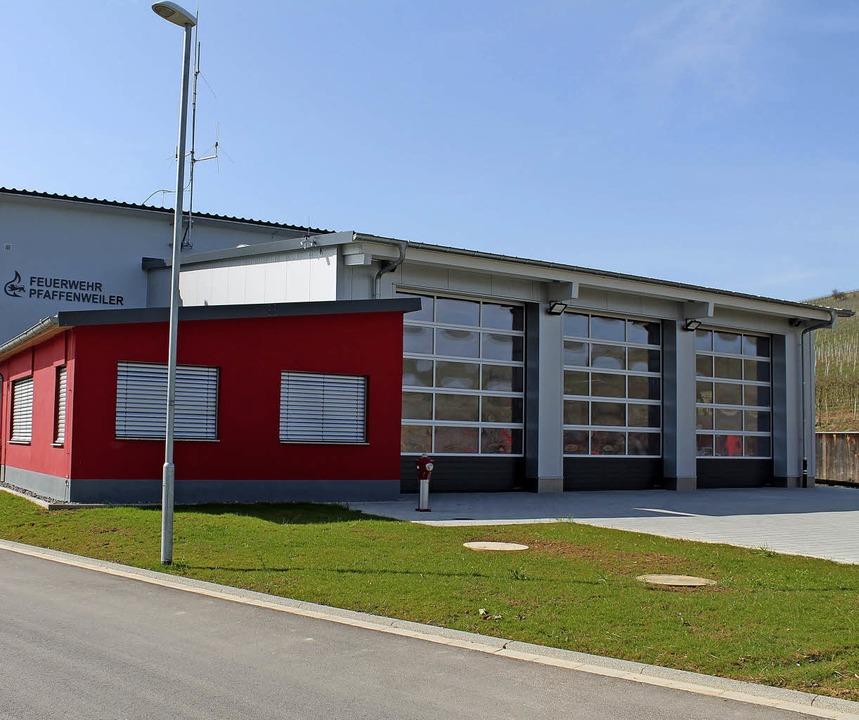 Das neu gebaute Feuerwehrhaus an Pfaffenweilers Ortseingang     Foto: Gemeinde