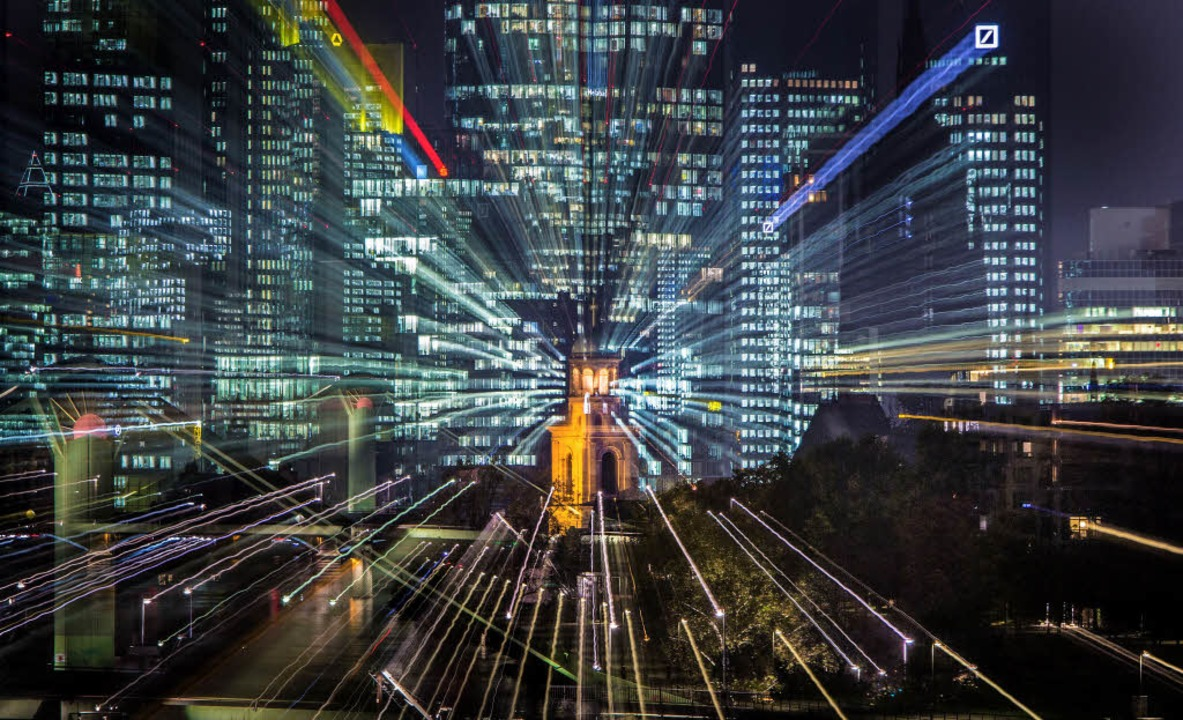 Ohne Staatshilfe wäre das System 2008 ... – Blick auf Frankfurts Banken.   | Foto: Frank Rumpenhorst/DPA