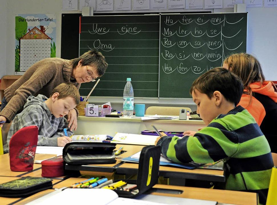 Kleine Lerngruppen, individuelles Lern...ne das geht es in der Inklusion nicht.  | Foto: dpa