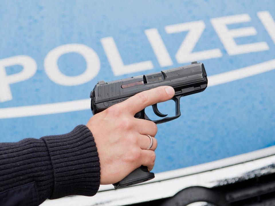 Ein Beamte des Polizeireviers Emmendin...ar in Notwehr erschossen. (Symbolbild)  | Foto: dpa