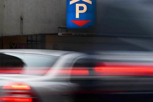83-Jährige verwechselt Gas und Bremse – zwei Schwerverletzte