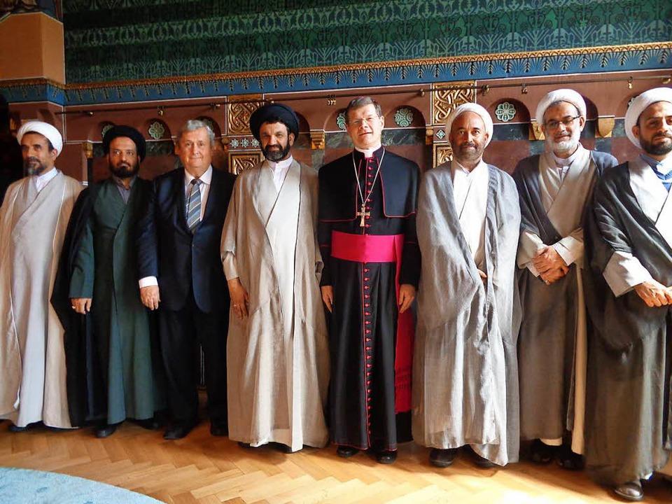 Stephan Burger empfängt die  Geistlich...at, zweiter von rechts  Mehdi Georgi.   | Foto: Rösch
