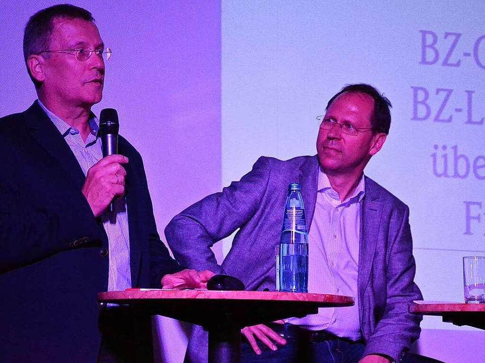 BZ-Chefredakteur Thomas Fricker (recht...ellmach beantworten Fragen der Leser.     Foto: Alexandra Wehrle