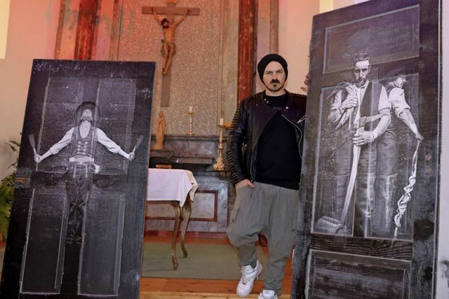Außergewöhnliche Kunst auf alten Holztüren