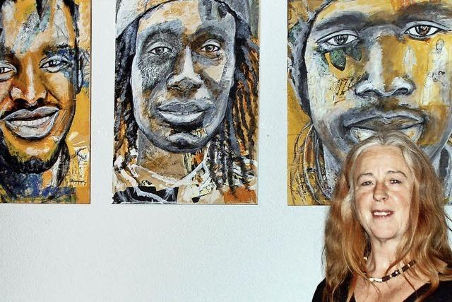 Angelika Nain stellt im Offenburger KiK ihre Porträts von Menschen aus Gambia aus