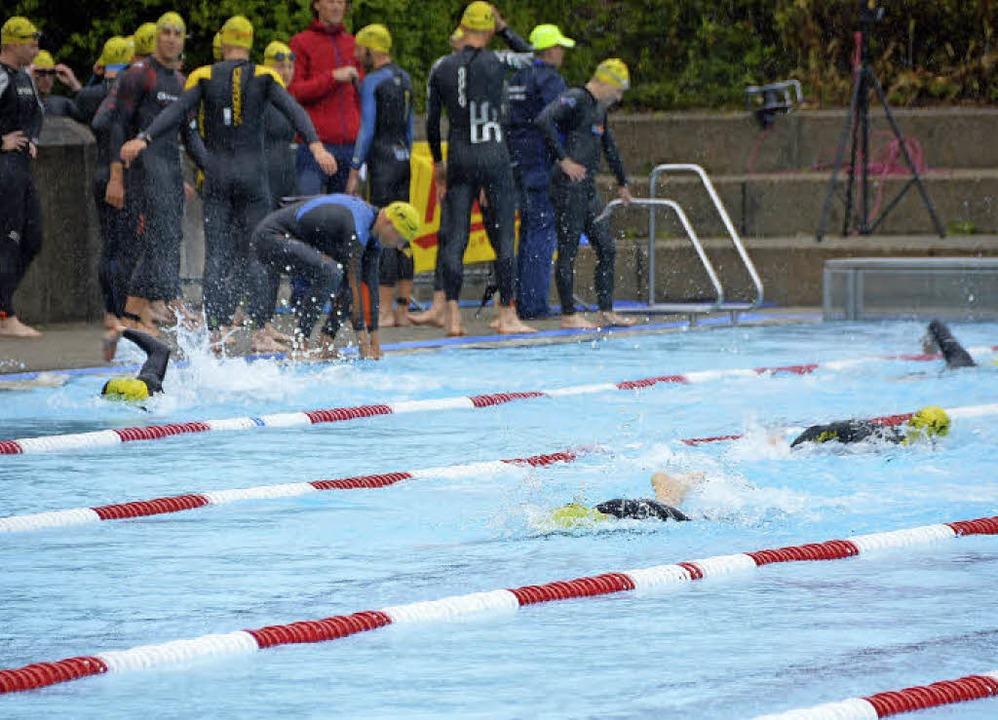 <ppp></ppp>und noch nässer für die Schwimmer im Freibad.  | Foto: Horatio Gollin
