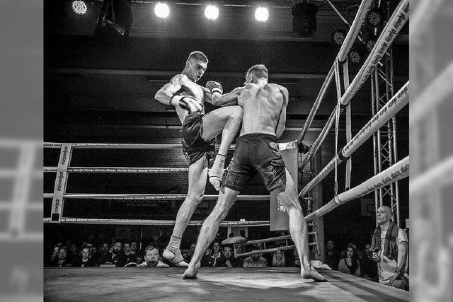 Der Hinterzartener Kickboxer Filip Topic erfüllt sich vor 1000 Fans in Freiburg seinen größten sportlichen Traum