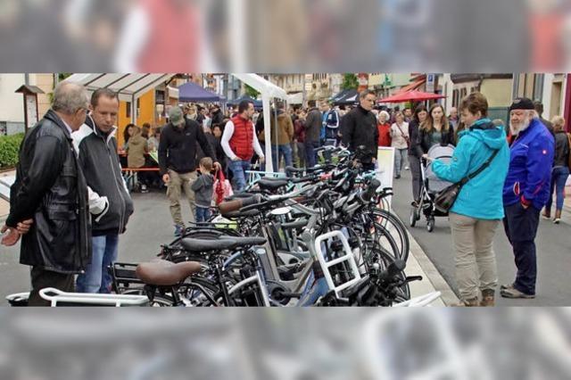 Regen bremst Rad- und Bikermarkt in Herbolzheim