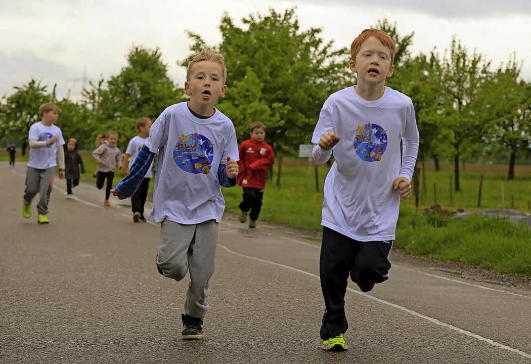 Voll und ganz bei der Sache waren die Grundschüler auf der 800-Meter-Strecke.     Foto: Sandra Decoux-Kone
