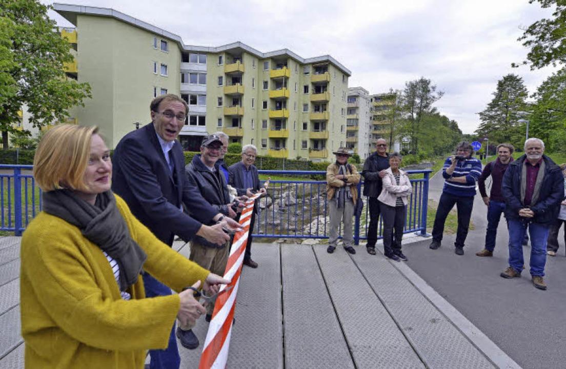Die neue Fuß- und Radwegbrücke über de...kalverein-Vorsitzender Markus Schupp.   | Foto: Michael Bamberger