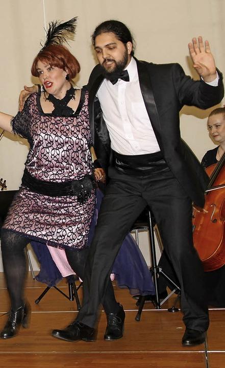 Temperamentvoll war der Auftritt des b...hen Ensembles bei der Jubiläumsfeier.   | Foto: M. Dinort