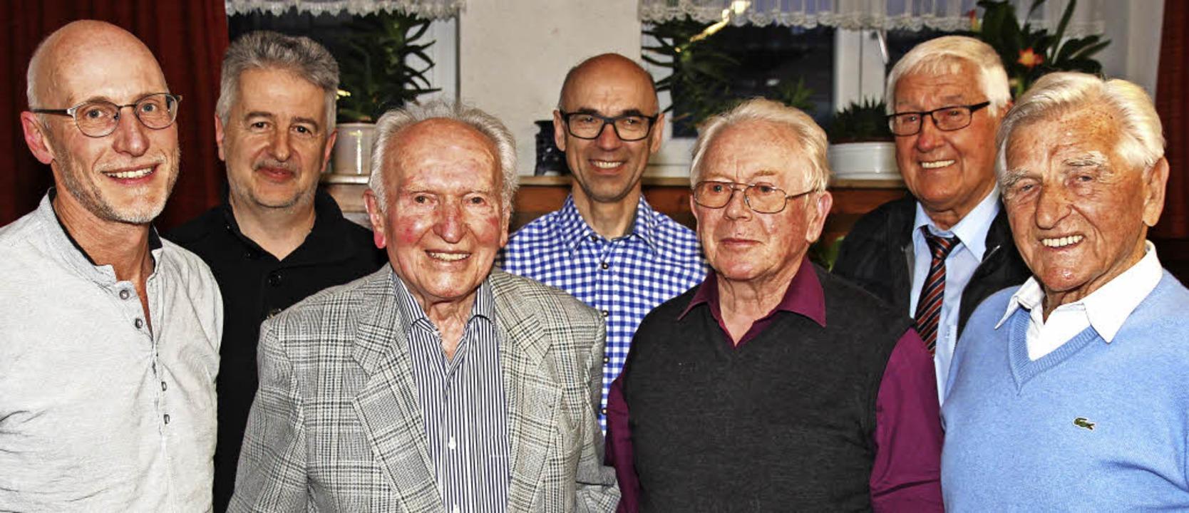 Sie wurden geehrt beim Skiclub Neustad...ritz, Hermann Janßen und Karl Fischer.  | Foto: Eva Korinth