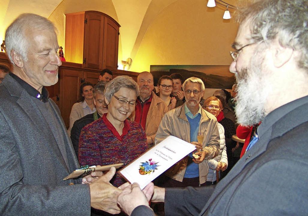 Empfang im Pfarrzimmer nach dem Abendg...gratuliert Franz Metzger mit Ehefrau.   | Foto: Heinrich Fehrenbach