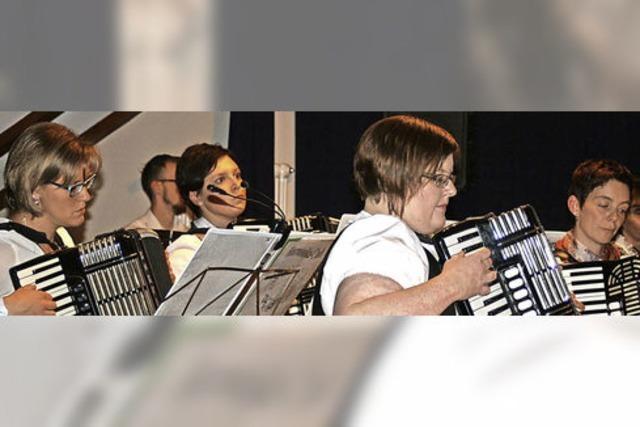 Harmonika-Club zündet eine vergnügliche Mischung