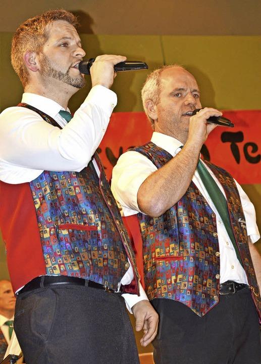 """Die beiden Sänger Sascha (links) und L...onhard Cohens """"Halleluja""""     Foto: Diehl"""