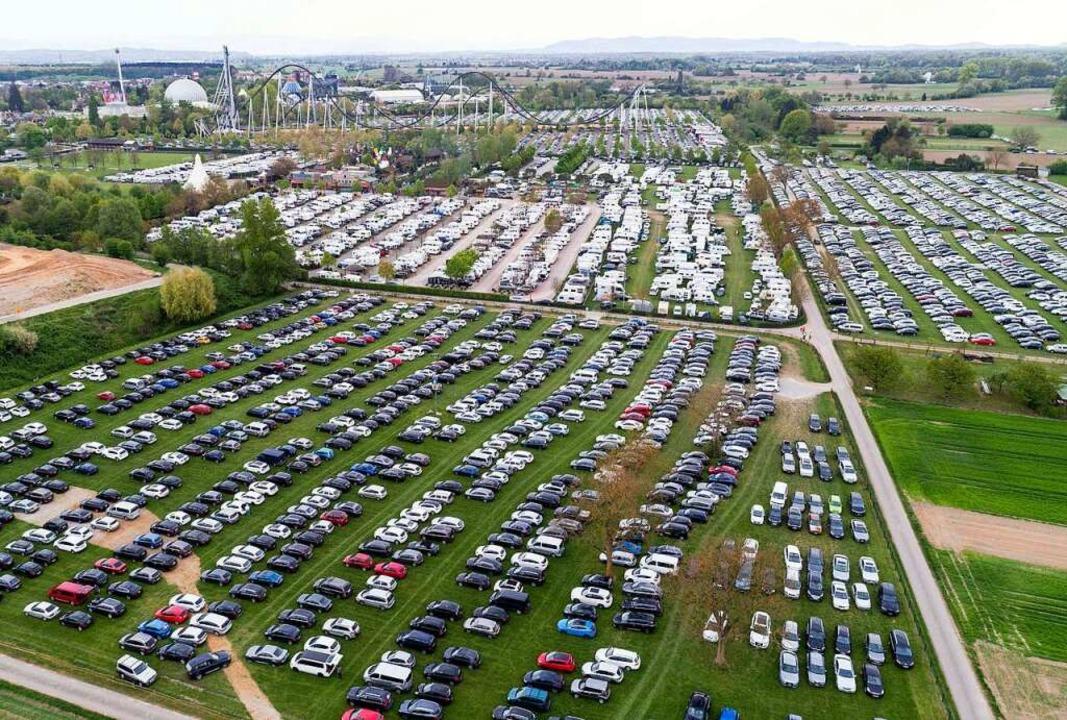Wenn der Großparkplatz gefüllt ist (ob...wird's auch dort längst zu eng.     Foto: Bernhard Rein